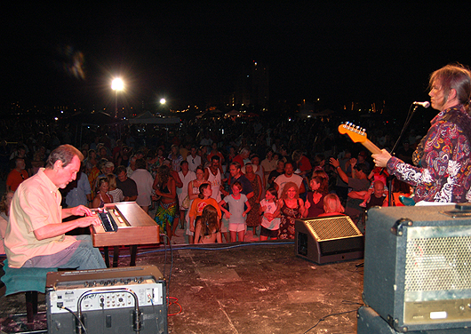 Charlie Morris Band at Bands on the Sand, Treasure Island