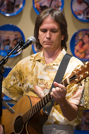 Charlie Morris plays the WDVX Blue Plate Special radio show in 2008